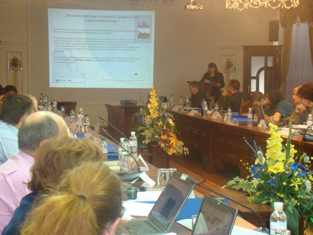 Круглий стіл з обговорення Карпатського туристичного паспорту в рамках проекту «Гармонізація розвитку туризму  в сільській місцевості Карпатського регіону». Фото 2
